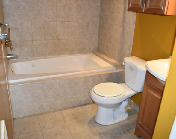 210 Master Bathroom.jpg