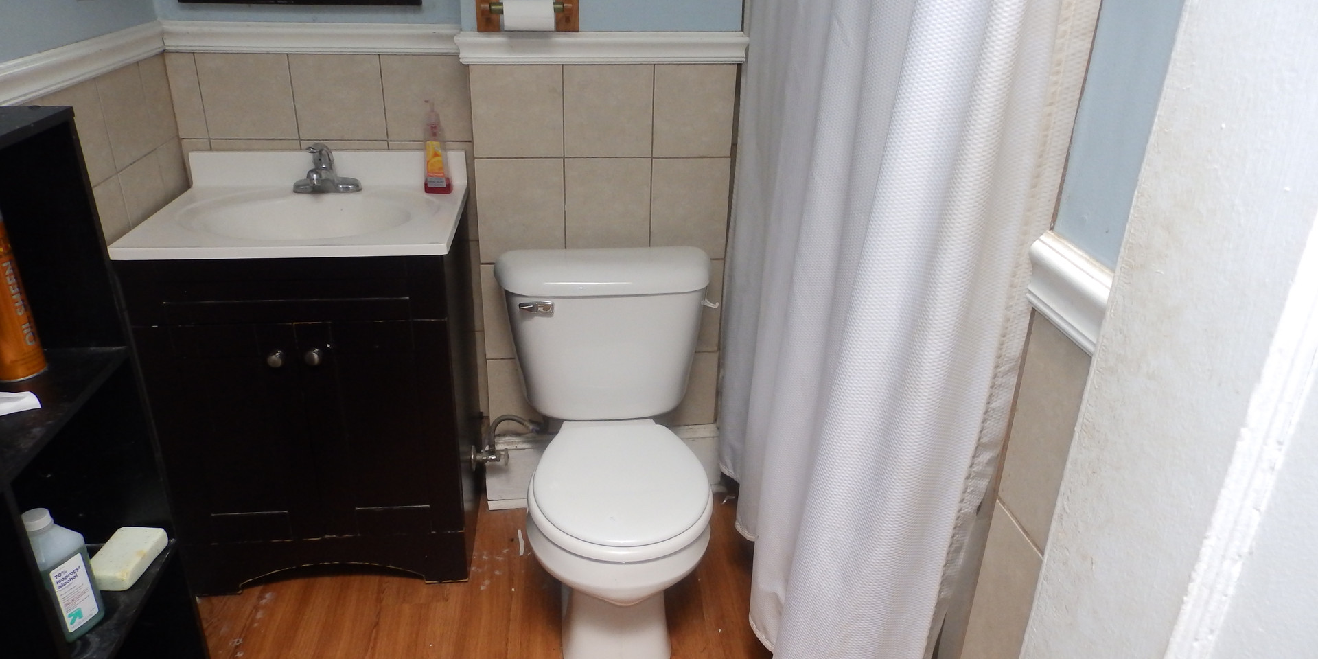 12 - Bathroom 3.JPG