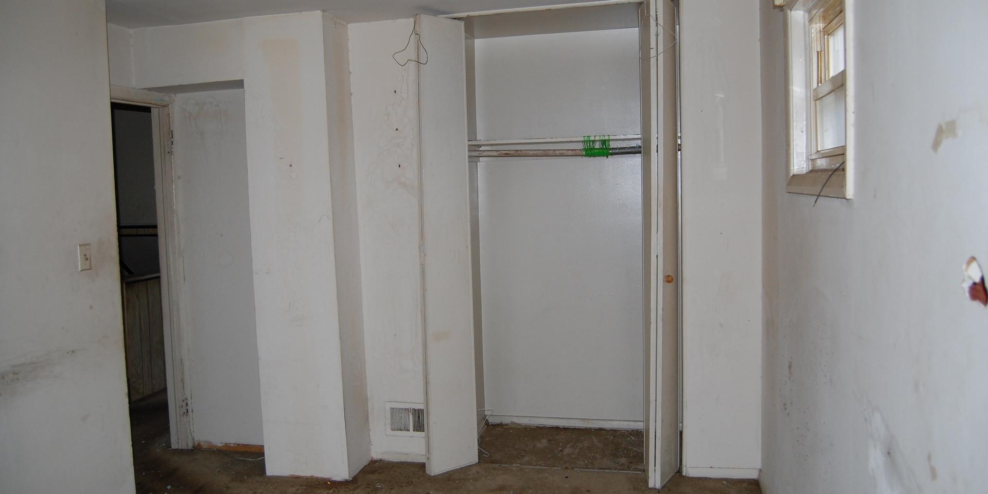 6.2 Guest Bedroom.JPG