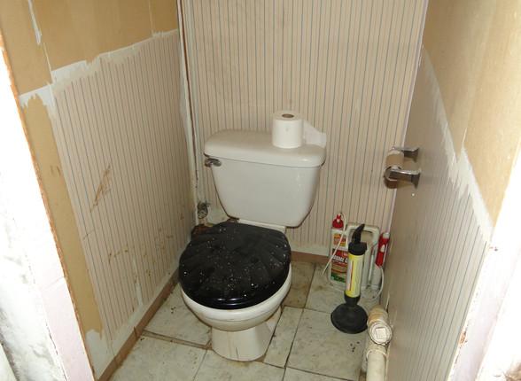 16 - Basement Half Bath 1.JPG