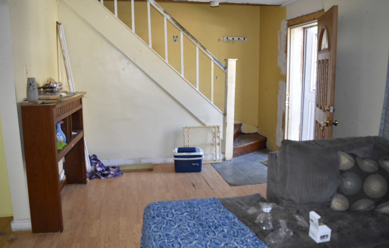 05 Living RoomJPG.jpg