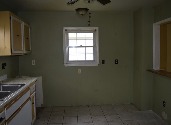 003 Kitchen.JPG