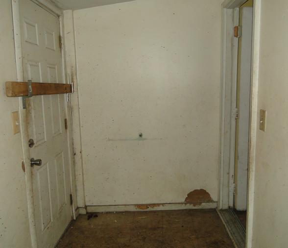 07 - Mud Room 1.JPG