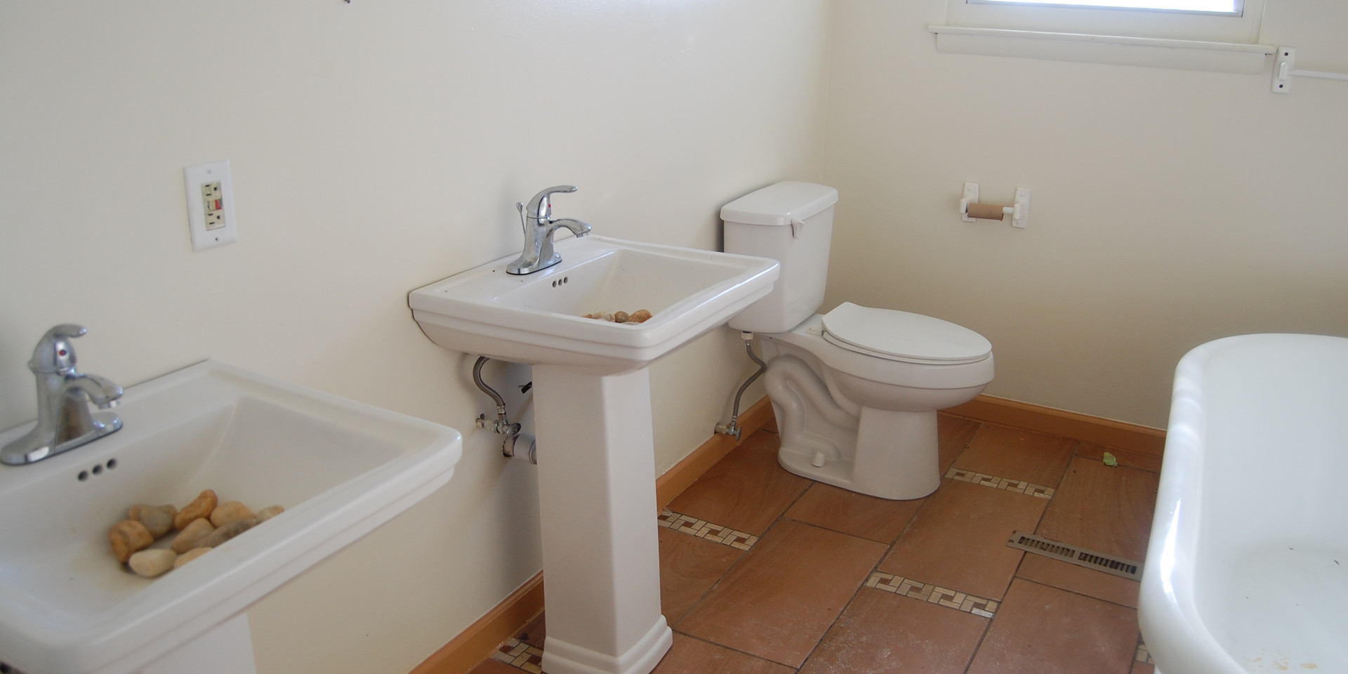 14.6 Second Level Hallway Bathroom.jpg