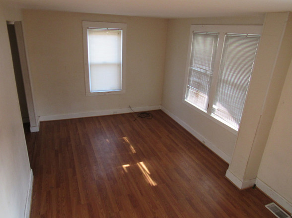 8 Living Room GJPG.jpg