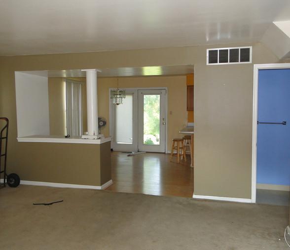 04 - Living Room 1.JPG