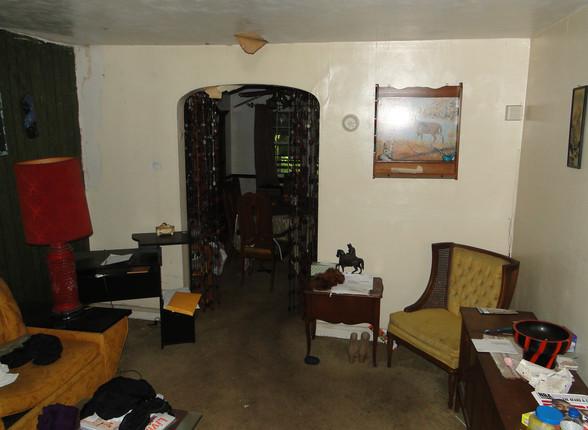 02 - Living Room 1.JPG