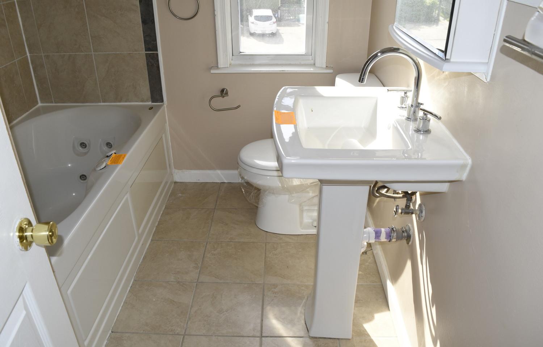 17.0 Bathroom.jpg