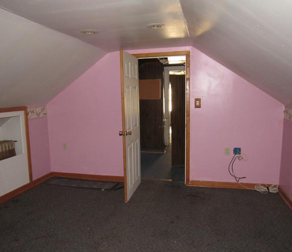 360 Upstairs Bedroom 2JPG.jpg