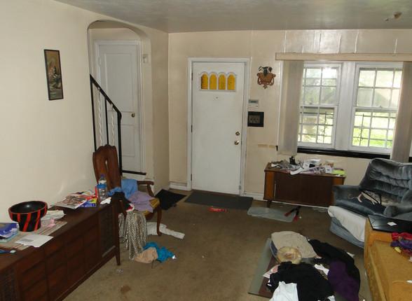 03 - Living Room 4.JPG