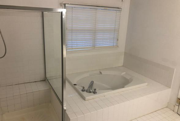 14 - Master Bath.JPG