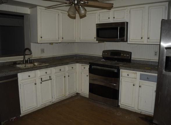 024 Kitchen.JPG