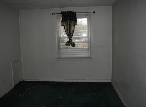 011 Master Bedroom.JPG