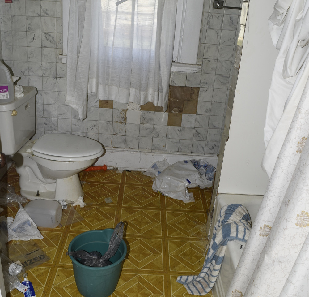 29.0 Apartment 2 Bathroom.jpg