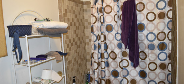 Unit 4 Bathroom.JPG