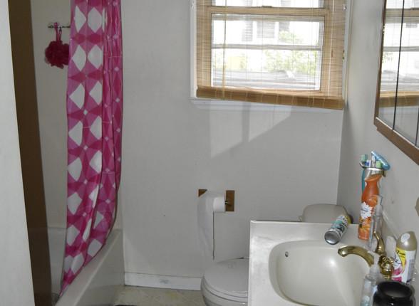 017 Bathroom.JPG