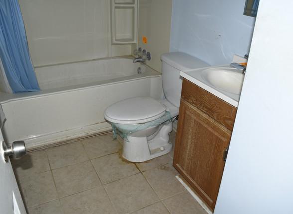09.1 Bathroom.JPG