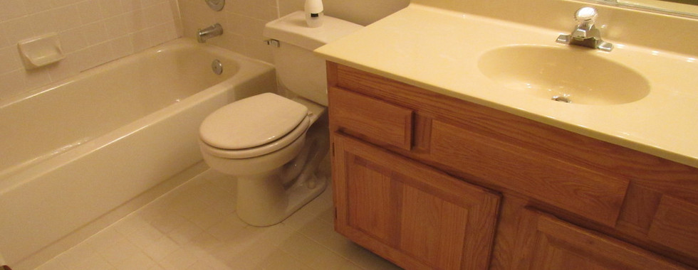 440 Second Level BathroomJPG.jpg