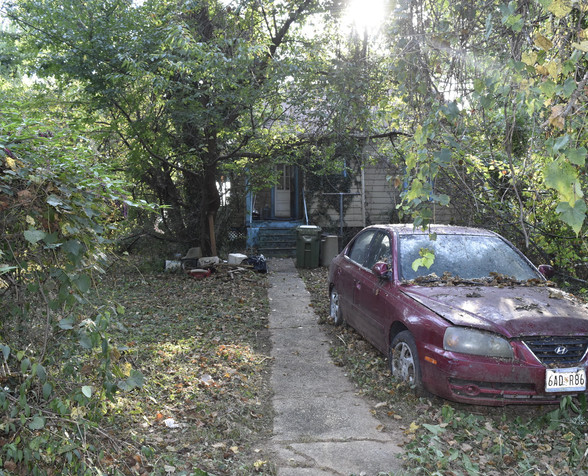 280 Rear _Parking.jpg