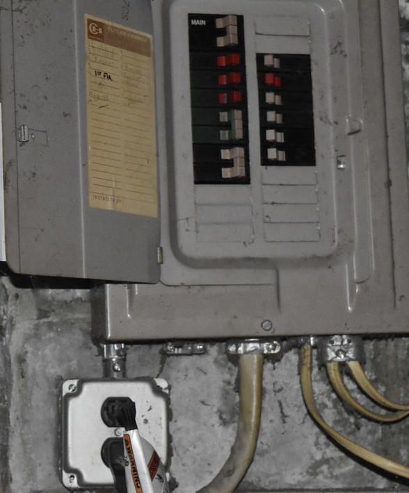 450 Electric PanelJPG.jpg