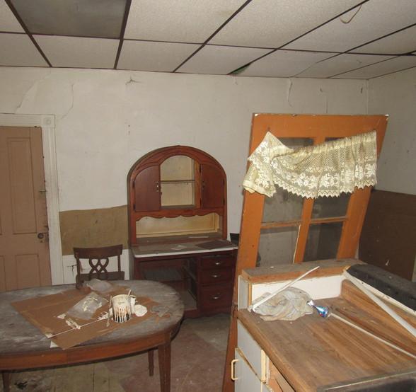 210 - 1527 Kitchen.jpg