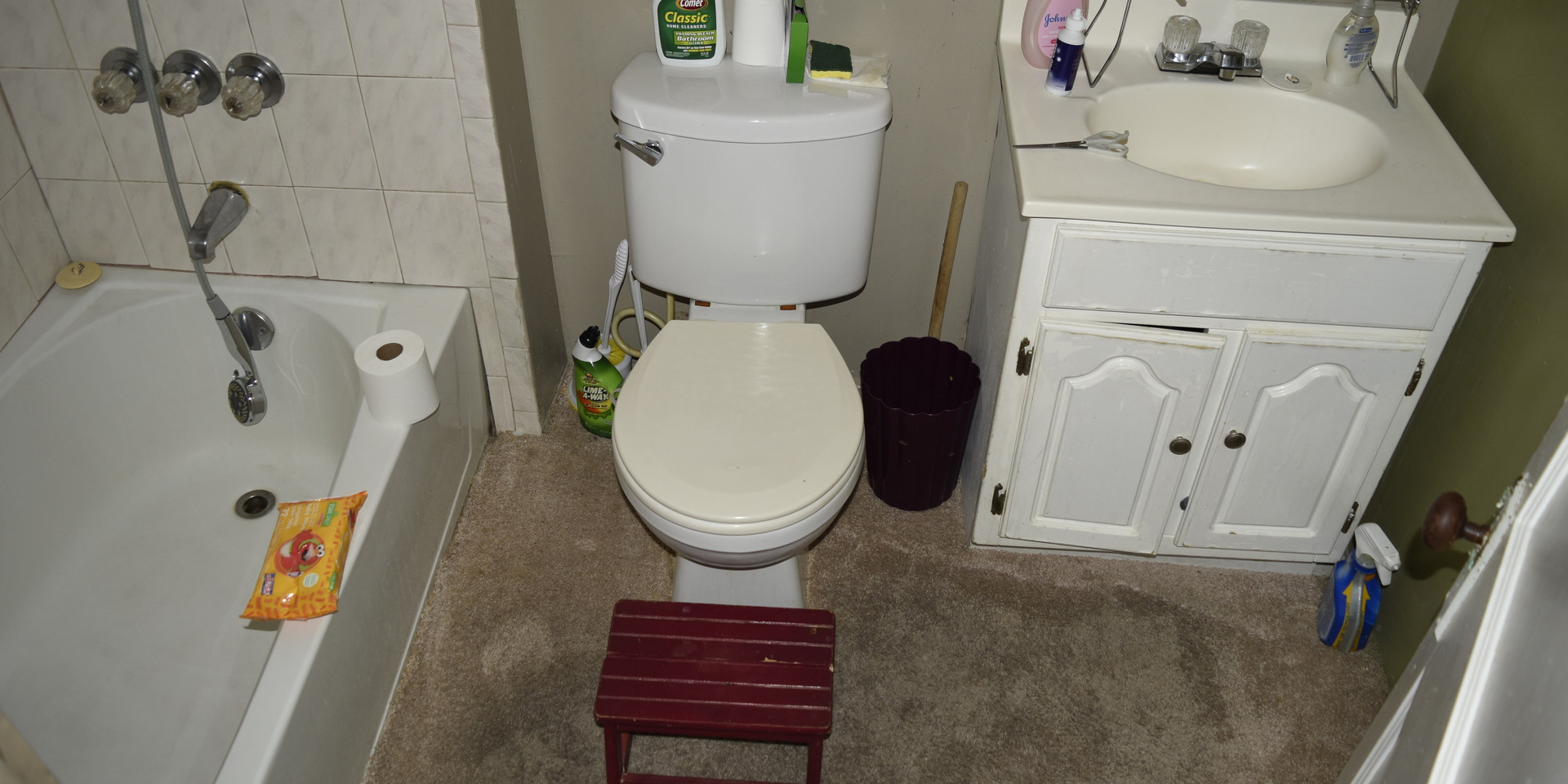 16.0 Bathroom.jpg