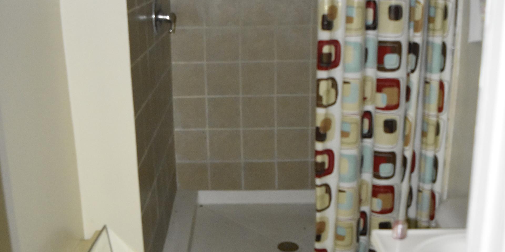 200 Bathroom 2.JPG