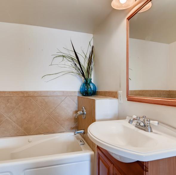 18 2nd Floor Master Bathroom.jpg