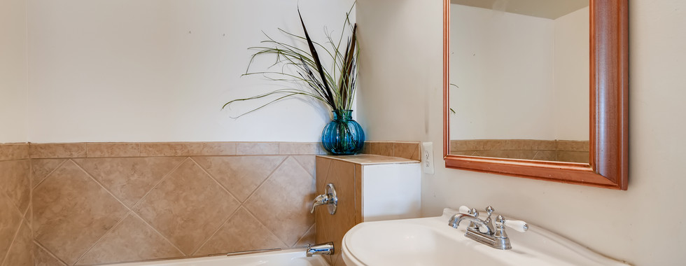 18 2nd Floor Master Bathroom.jpg
