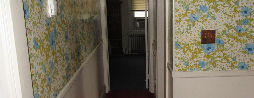 21 Upper Level Hallway.JPG