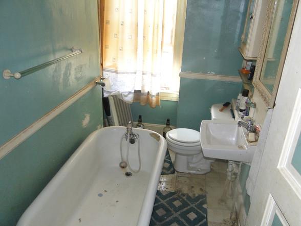330 BathroomJPG.jpg
