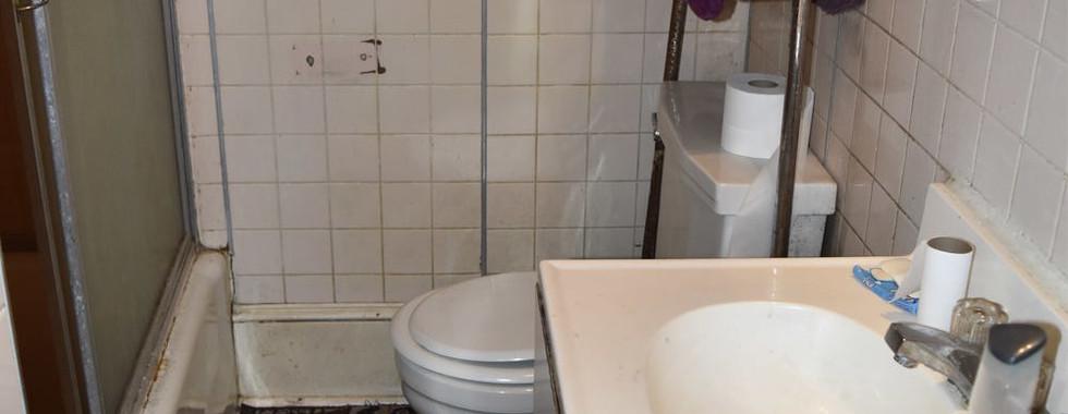 240 Full Bath.jpg
