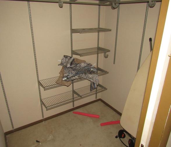 250 Main Level Bedroom - Walk-in ClosetJ