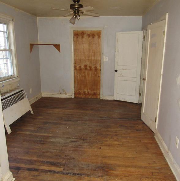 180 Bottom Unit Living RoomJPG.jpg