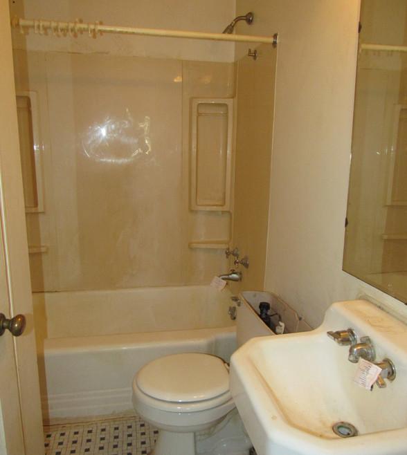380 Bathroom.JPG