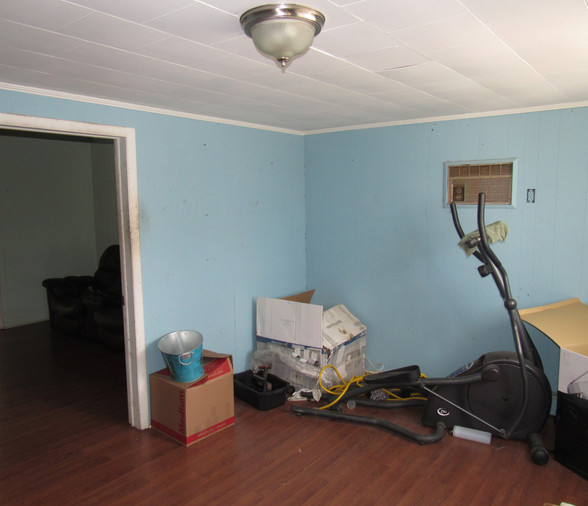 05 - Living Area Room Main Level B.JPG