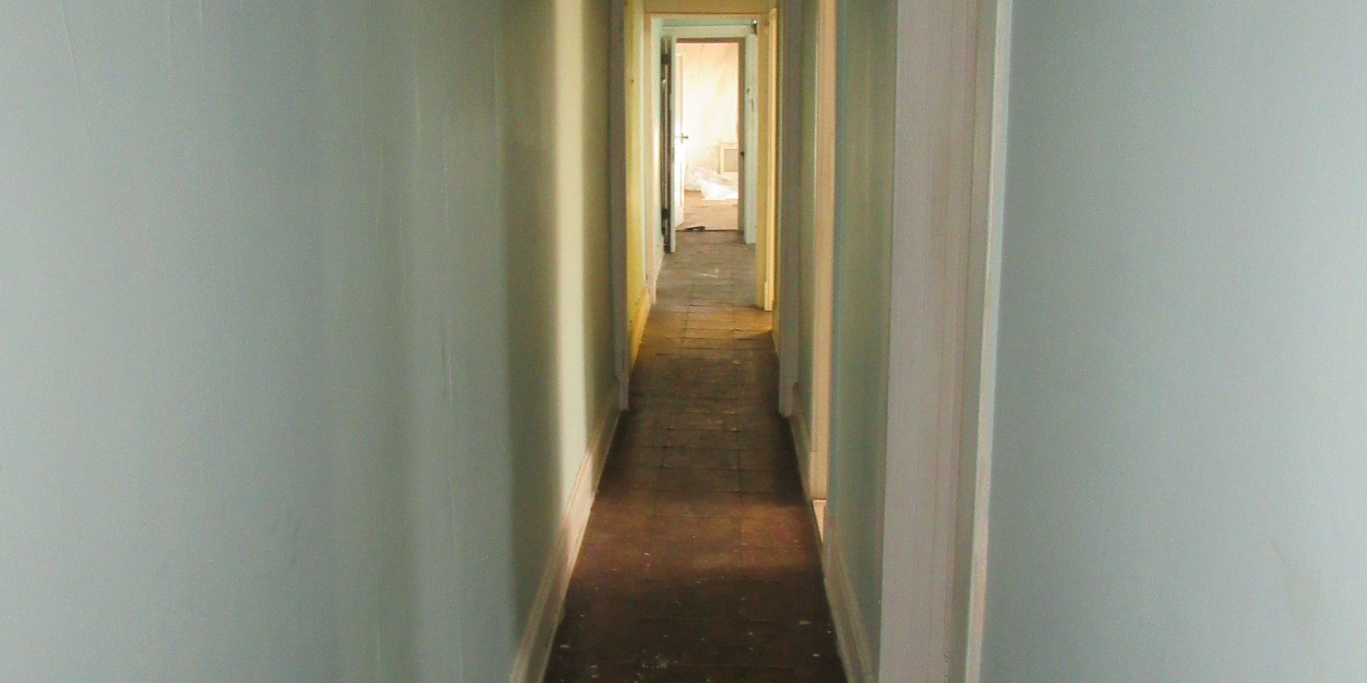 Ie Upstairs Hallway.JPG