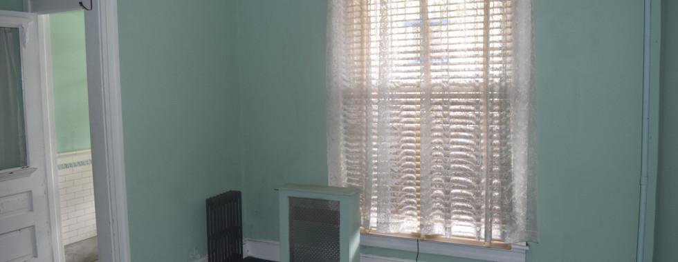 06 Front Room.JPG