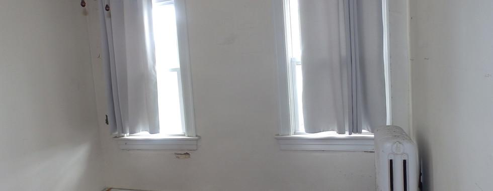 07 - First Bedroom 4.JPG