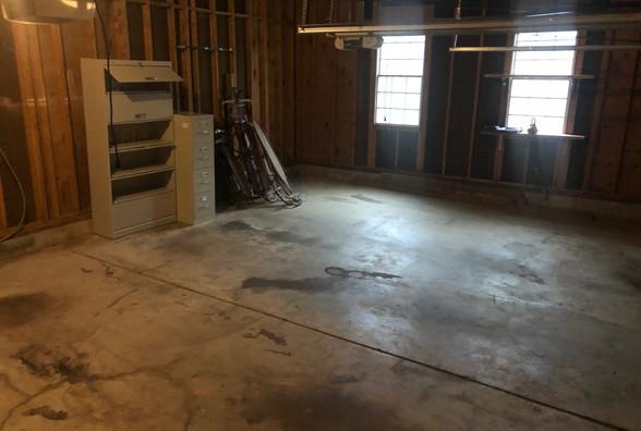 15 Garage .JPG