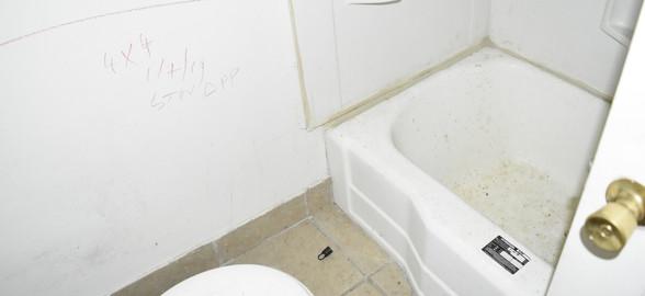 100 Bathroom (Apt 1).jpg