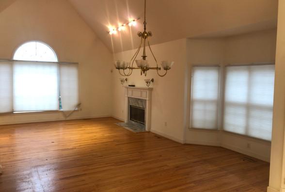 08 - Living Room.JPG