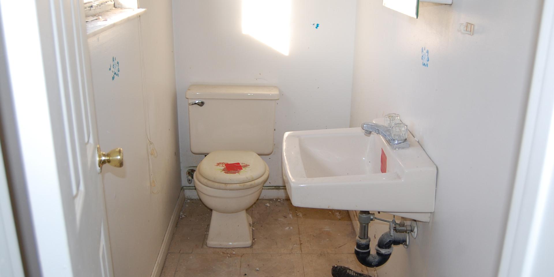 5.2 Main Level Hall Bath.JPG