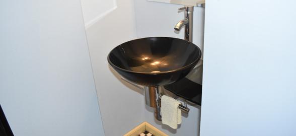 120 Bathroom Apt 1.jpg
