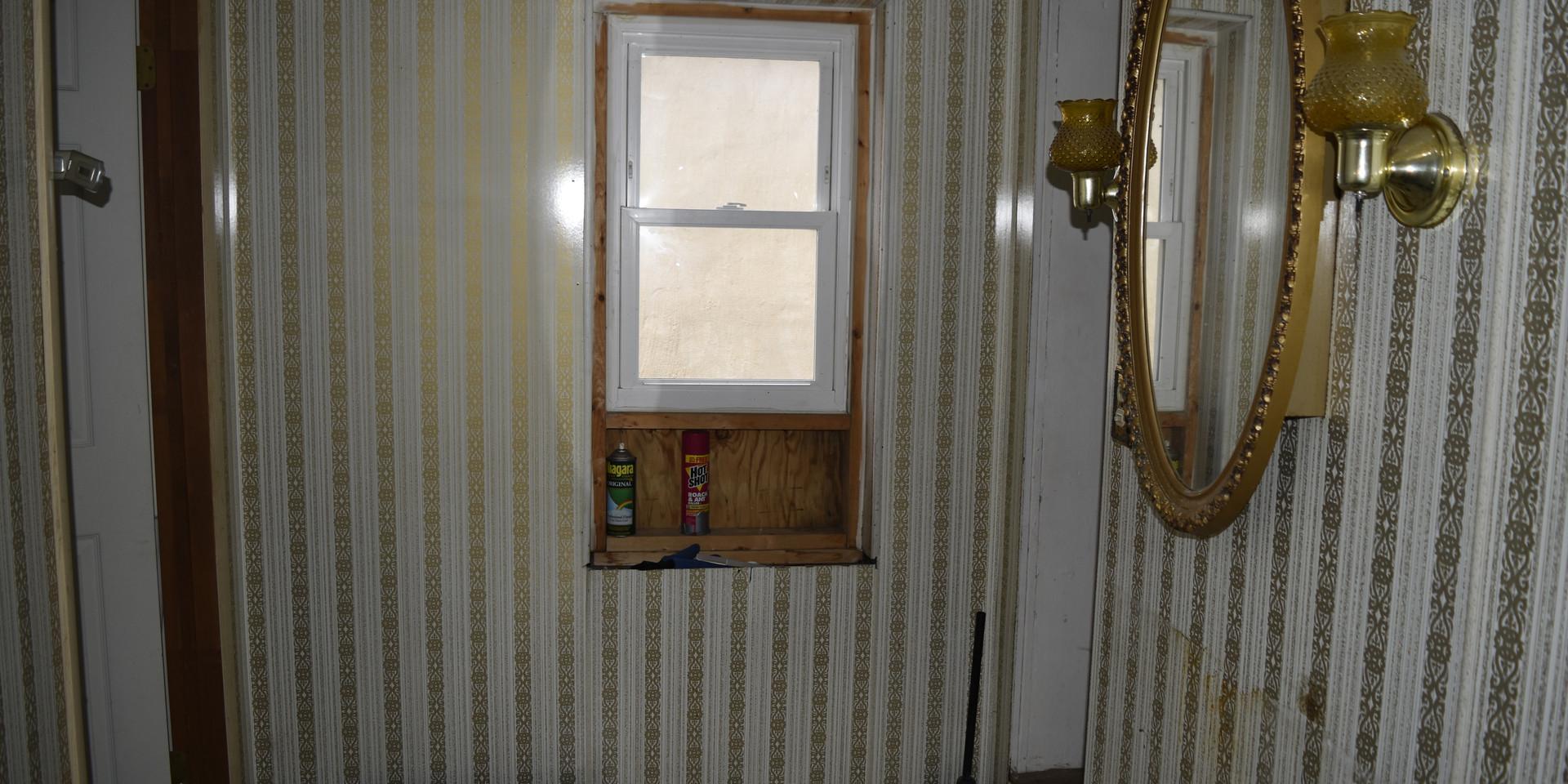 15 Half Bath.jpg