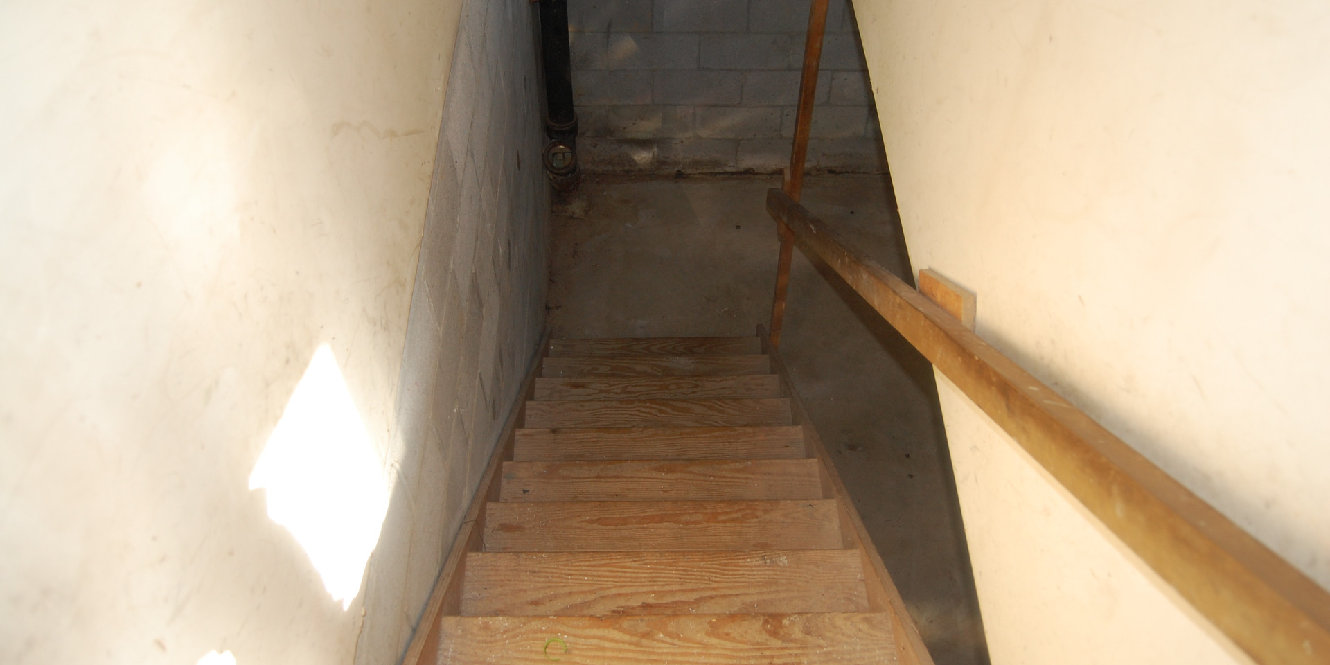 16.0 Basement Stairs.jpg