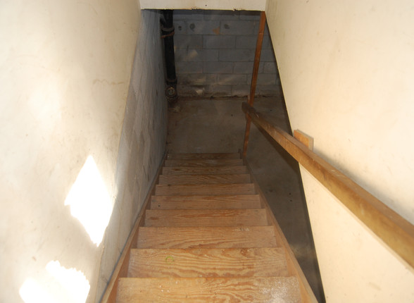 16.0 Basement Stairs.jpg