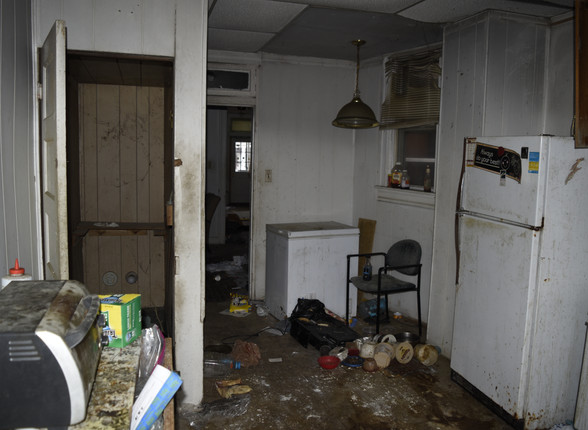 005 Kitchen.jpg