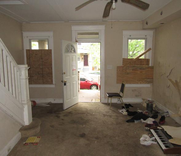 06 Living RoomJPG.jpg