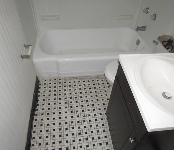 270 Apt 2 BathroomJPG.jpg